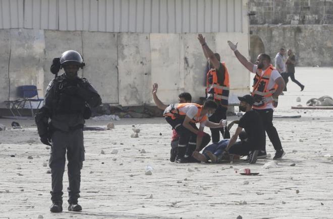 Rihanna'dan çocukların öldüğü savaşa tepki - Resim: 1