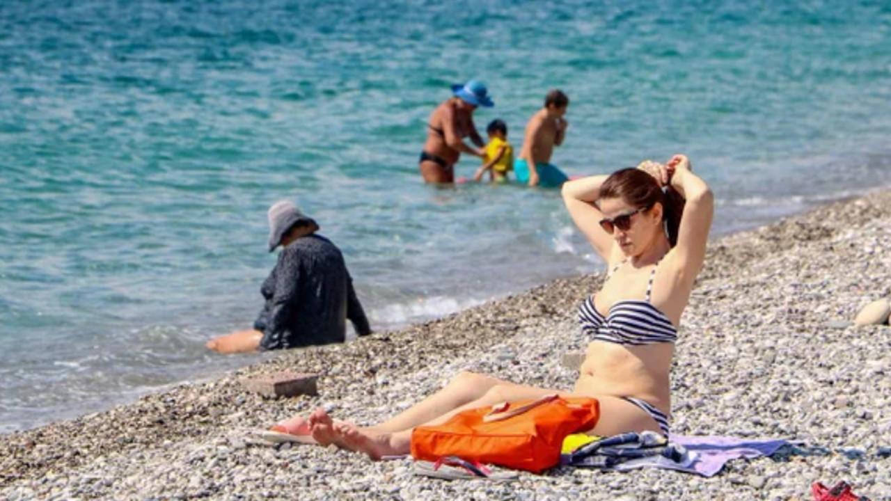 Bayramın ikinci gününde de turistler sahillere akın etti