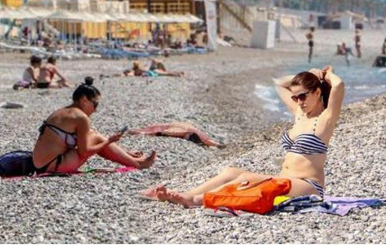 Bayramın ikinci gününde de turistler sahillere akın etti - Resim: 1