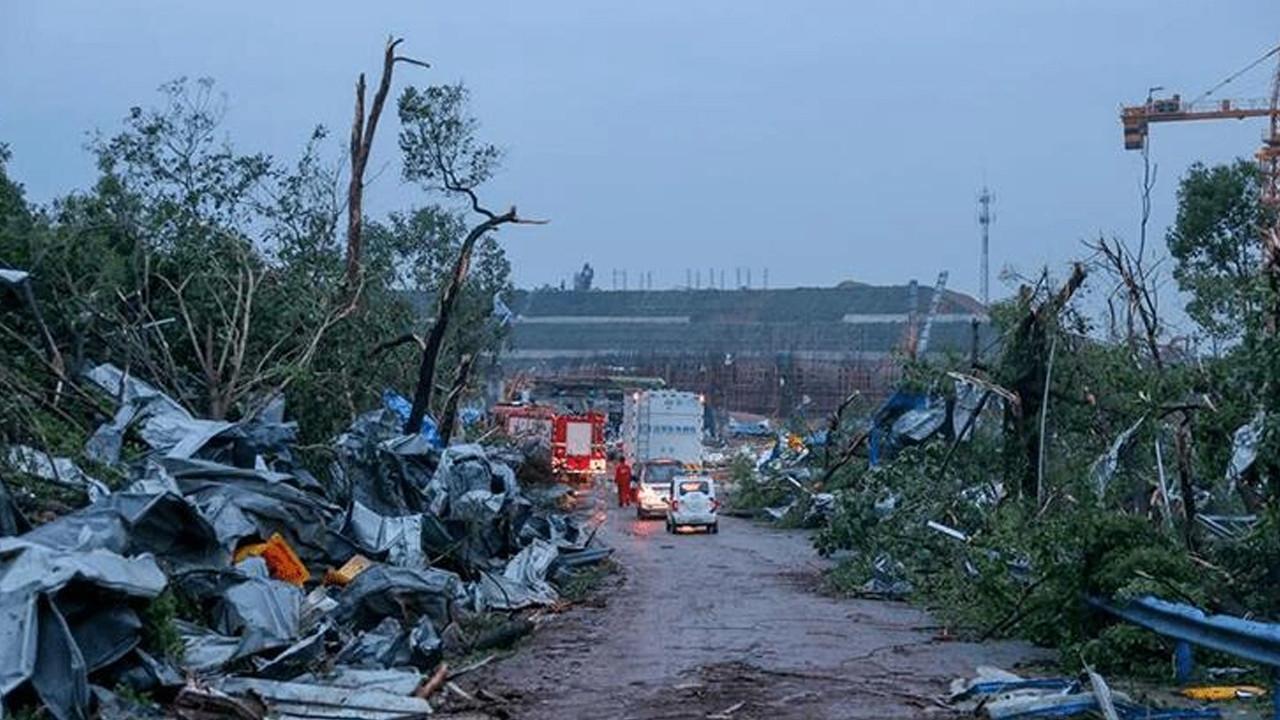 Kasırga yıktı geçti: 10 ölü, 367 yaralı
