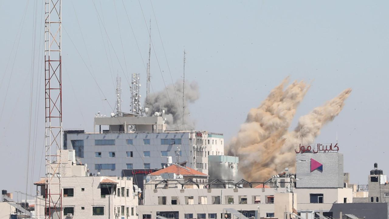 İsrail medya binasını bombaladı