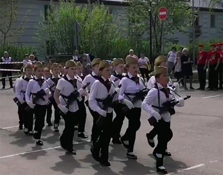 Rusya'nın çocuk askerleri şoke etti - Resim: 3