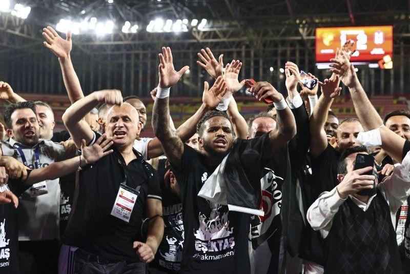 Bazen siyah bazen beyaz... İşte adım adım Beşiktaş'ın şampiyonluk yolculuğu - Resim: 2