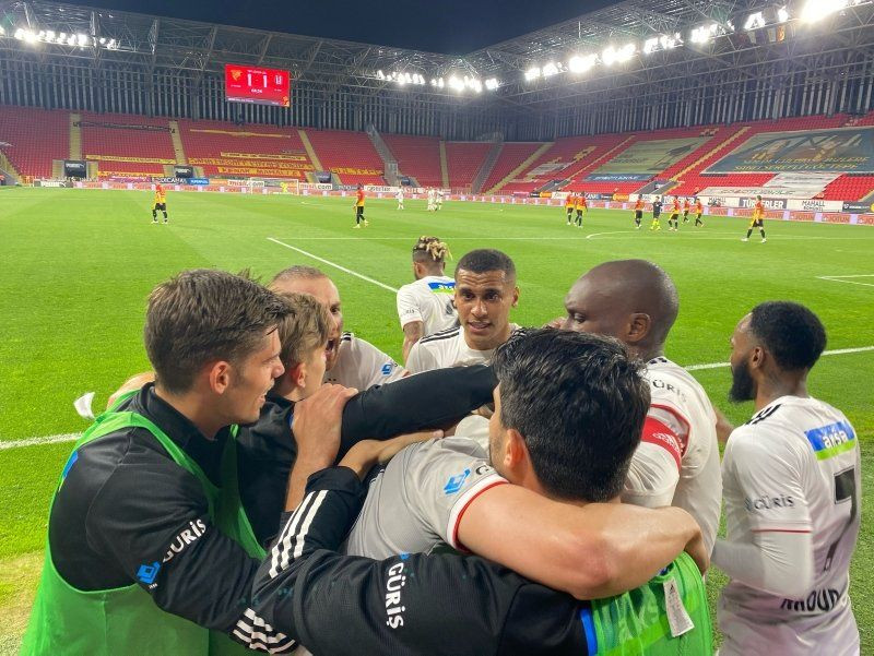 Bazen siyah bazen beyaz... İşte adım adım Beşiktaş'ın şampiyonluk yolculuğu - Resim: 3