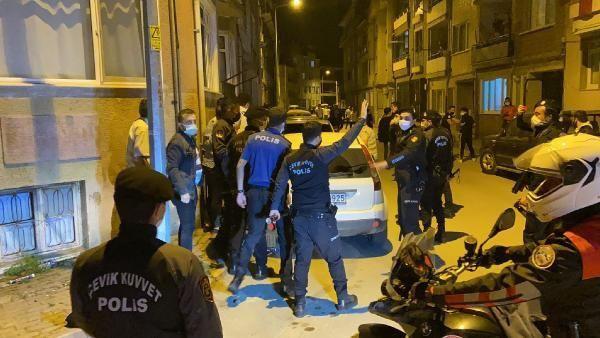 Beşiktaşlı taraftarlar sokakta sabahladı - Resim: 3