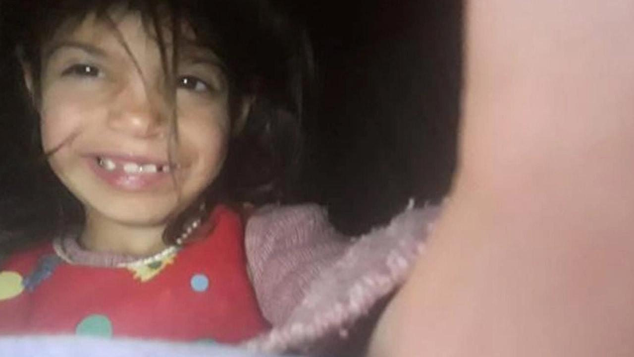 Köpeklerin saldırısına uğrayan 6 yaşındaki çocuk öldü
