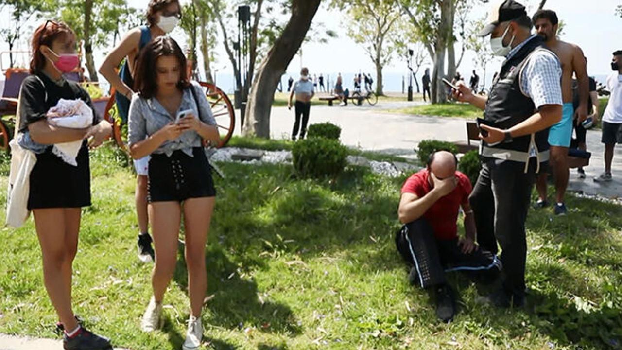 İğrenç olay: Kabinde üstlerini değiştiren genç kızları görüntüledi