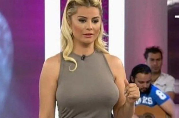 Songül Karlı göğüs dekoltesi ile sosyal medyayı yıktı geçti - Resim: 1