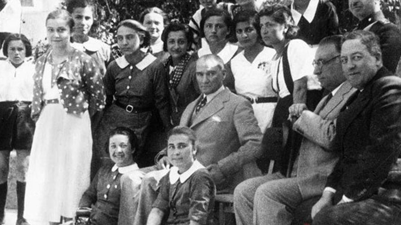 Hiçbir yerde göremeyeceğiniz kareler: İşte Mustafa Kemal Atatürk'ün son 19 Mayıs'ı