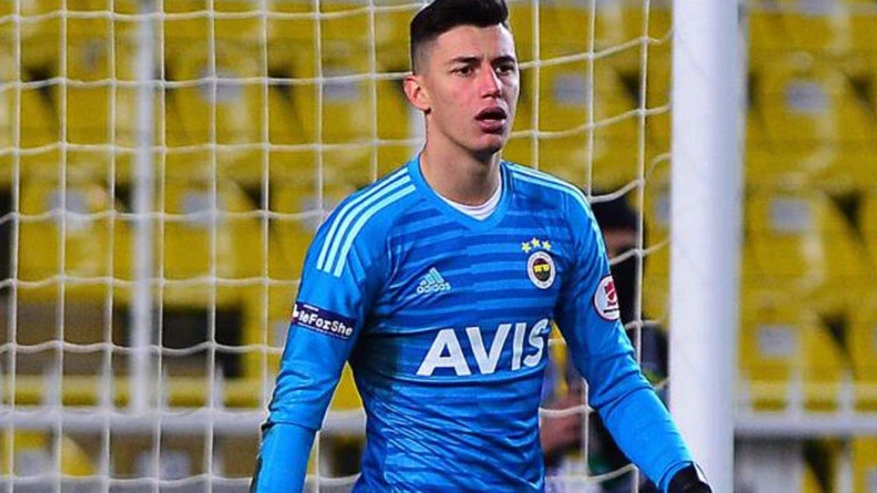 Fenerbahçe'nin genç kalecisine sürpriz talip