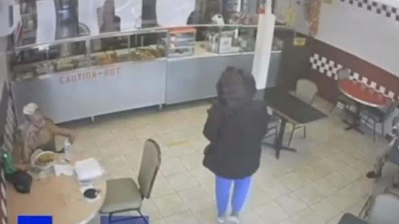 14 yaşındaki kız çocuğu, yeni doğurduğu bebeğini restorandaki müşteriye bırakıp kaçtı
