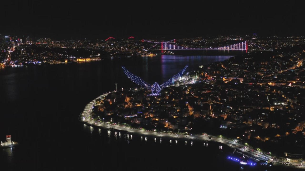 İstanbul'da 500 drone ile büyüleyen görüntü