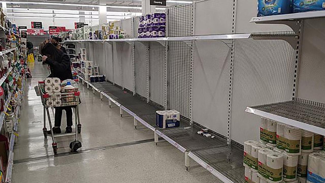 Yeniden kapanma paniği: Marketler boşaldı
