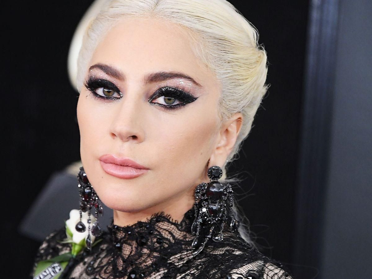 Lady Gaga tanga bikinisiyle nefes kesti - Resim: 2