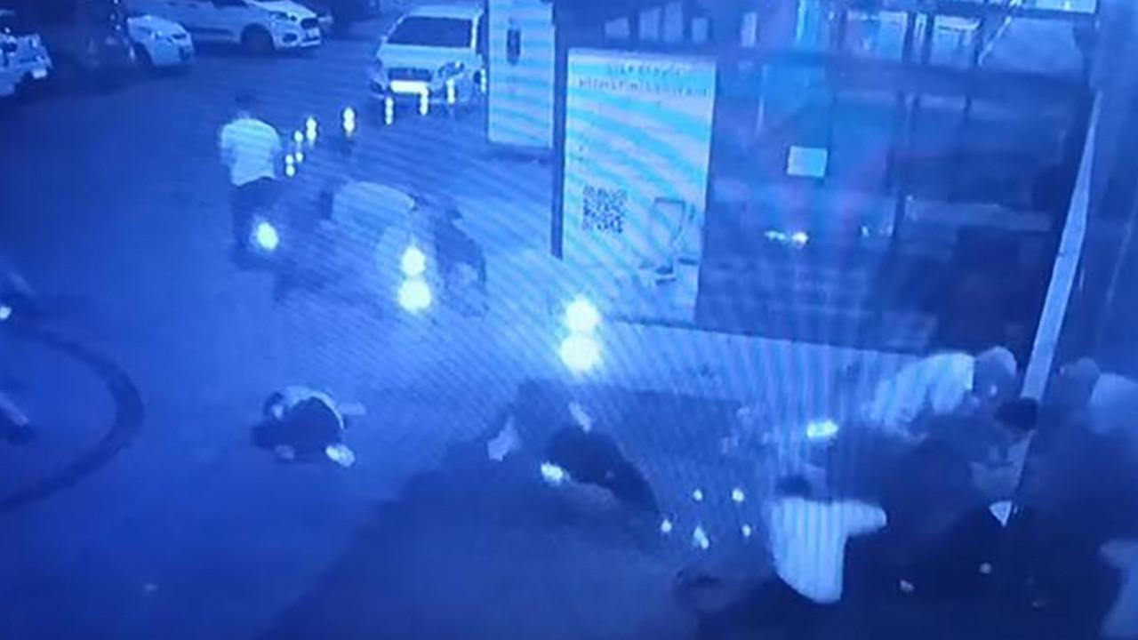 Acil servis önünde bekleyenlere silahlı saldırı: Yaralılar var