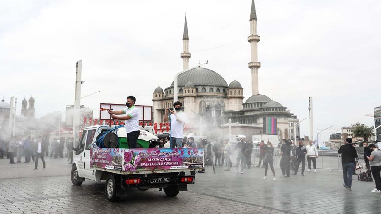 Taksim cami açıldı; işte ilk namazdan ilk görüntüler...