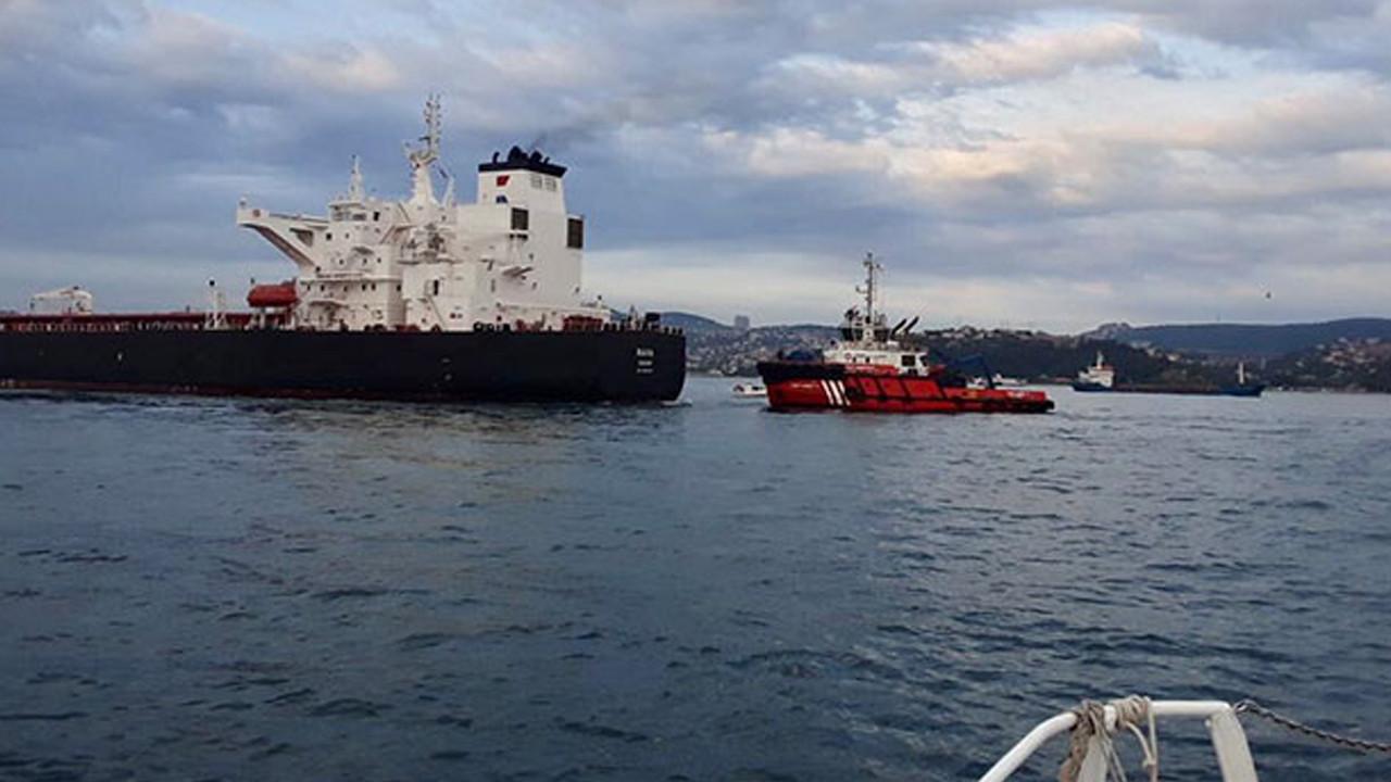 İstanbul Boğazı'nda panik anları: Ham petrol taşıyan tanker kıyıya sürüklendi