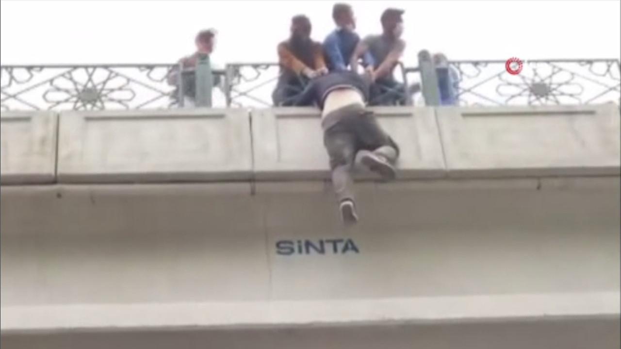 Köprüden intihar edecekti, vatandaşlar tarafından son anda kurtarıldı