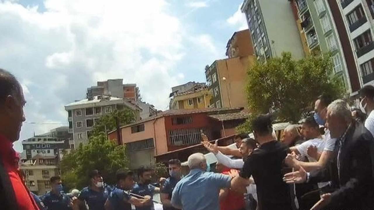 Meydan savaşı gibi kavgaya silah ve biber gazıyla müdahale edildi