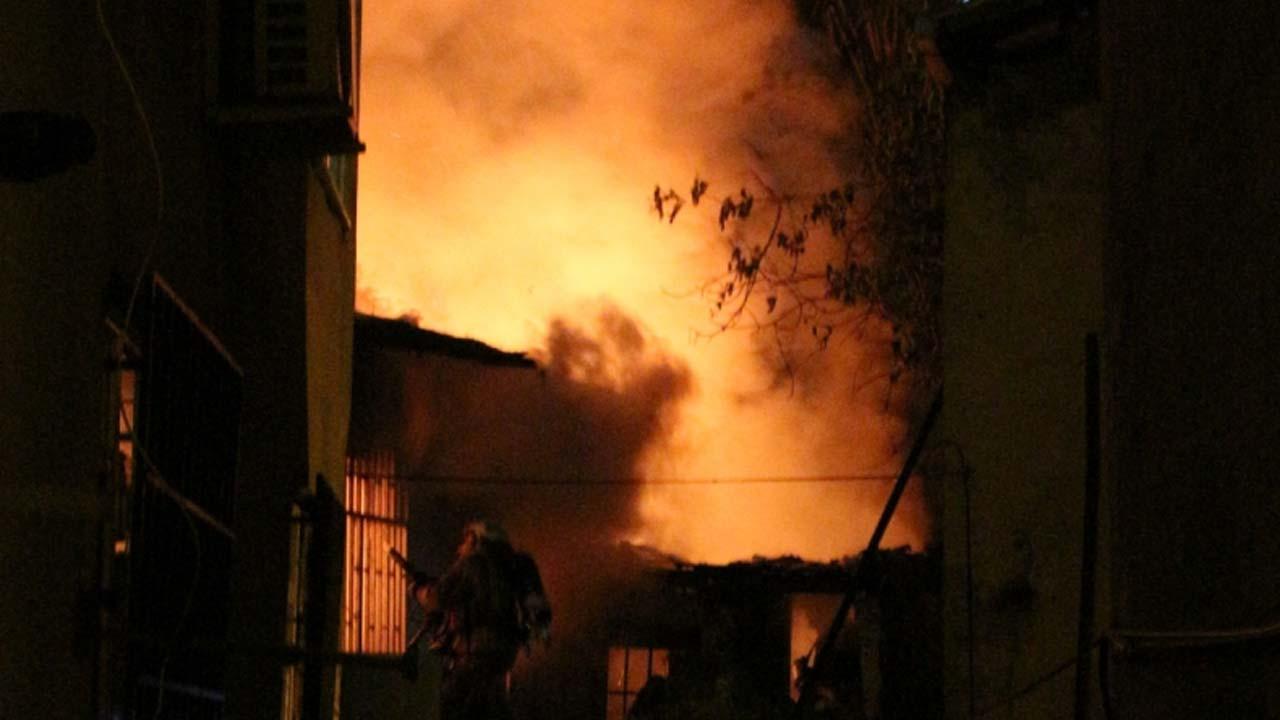 Alevler geceyi aydınlattı: Şişli'de korkutan yangın