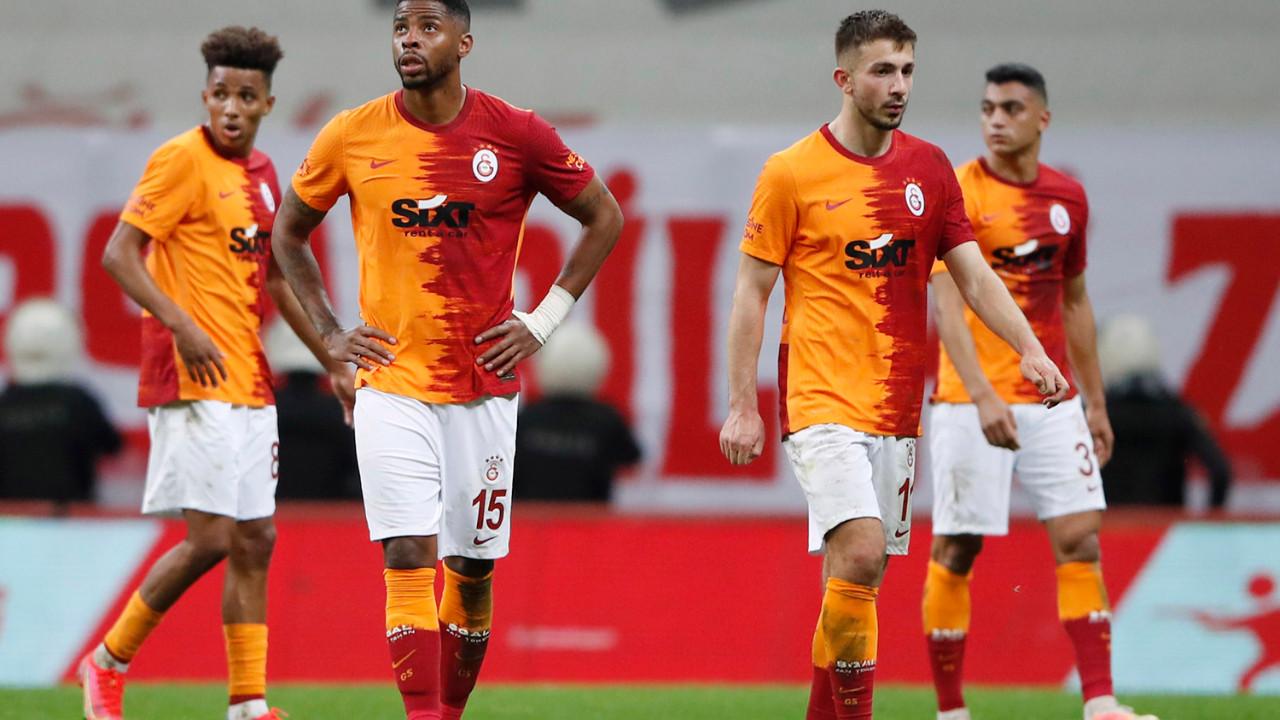 Galatasaray'da 12 futbolcunun sözleşmesi bitti
