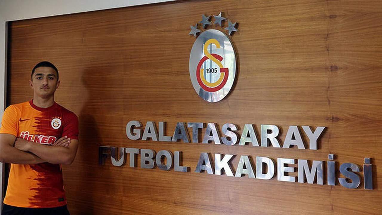 Galatasaray'ın ilk transferi o oldu... 2 yıllık imzayı attı