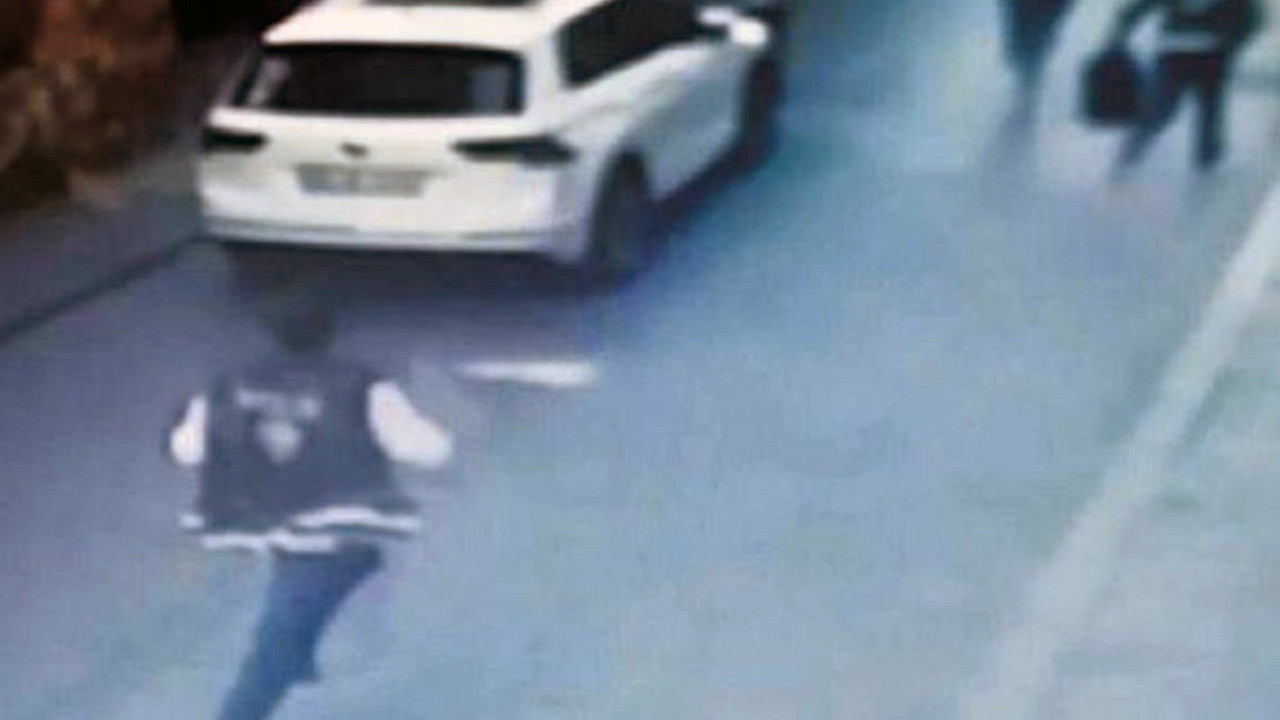 Birlikte olduğu kadına silahını çaldıran polis memuru dehşet saçtı