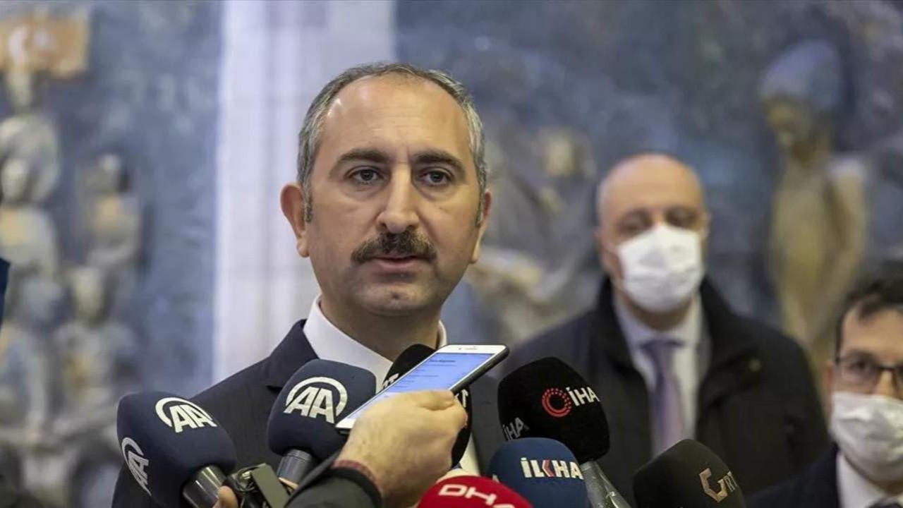 Adalet Bakanı Gül: ''Kimse kendini savcı ya da hakim yerine koyamaz''