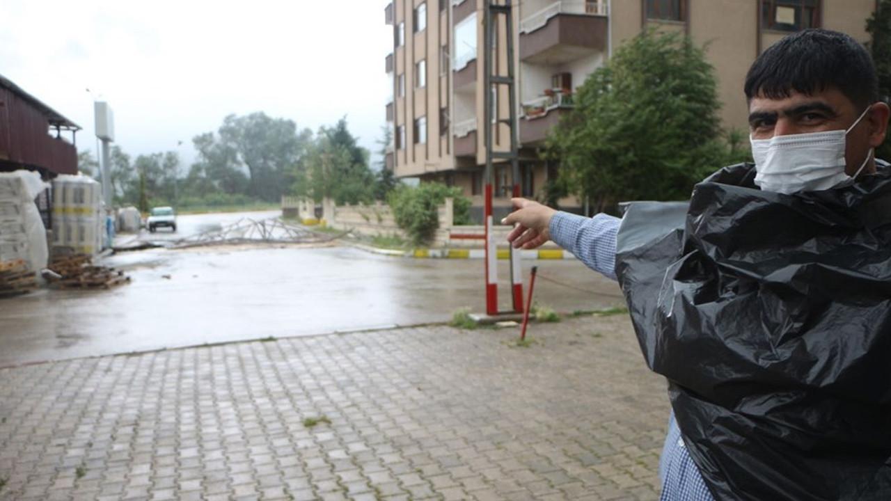 Tokat'ta şiddetli rüzgar: Ağaçlar devrildi, çatılar uçtu