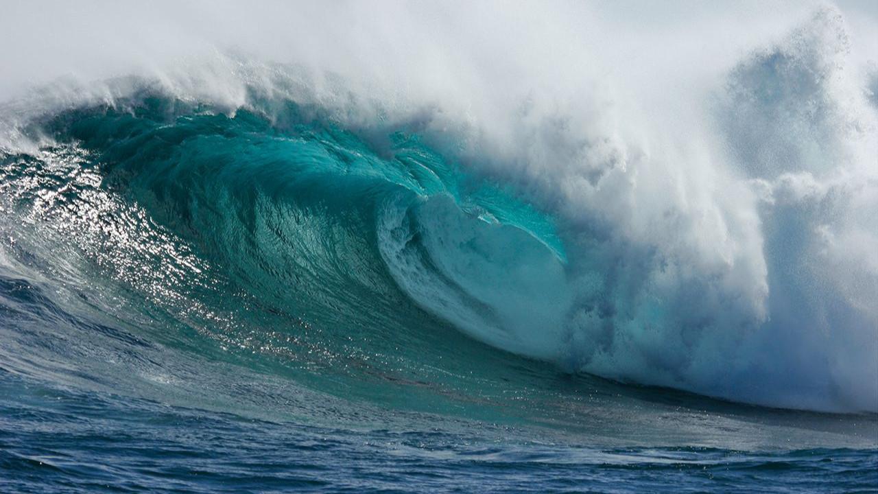 Endonezya'da şiddetli deprem: Tsunami alarmı verildi