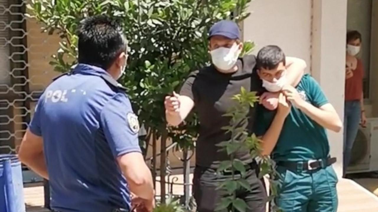 İzmir'de bıçaklı saldırgan, engelli memuru rehin aldı