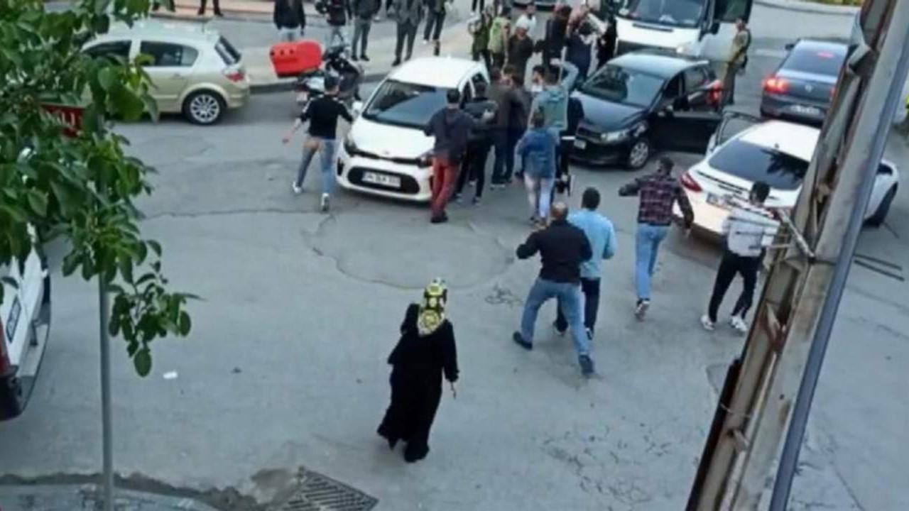 İstanbul trafiğinde öldüresiye yol verme dayağı kamerada