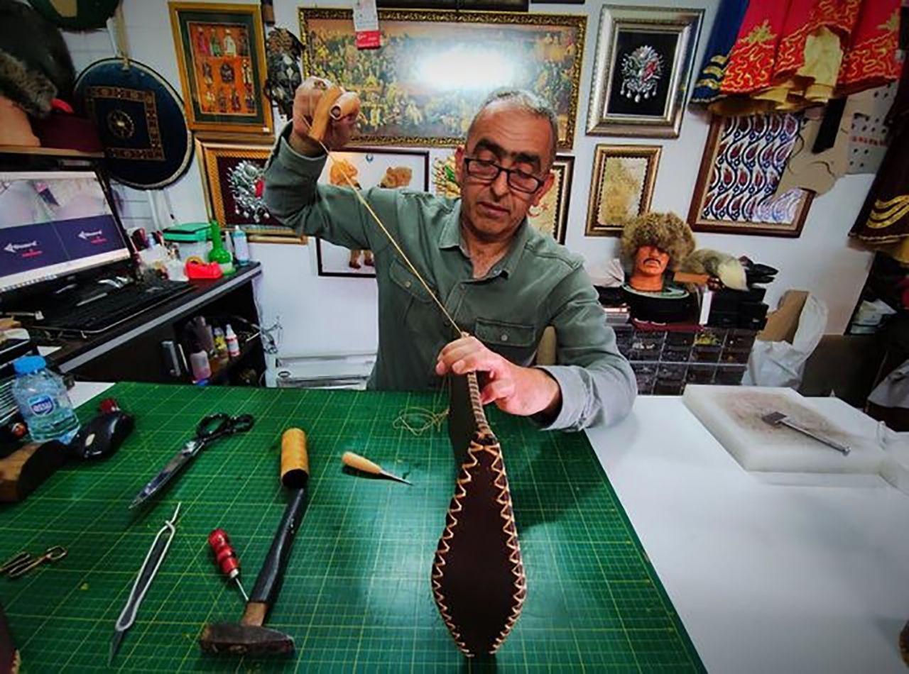 Deriden yüzlerce yıllık savaşçı zırhı yapıp dünyaya satıyor - Resim: 1