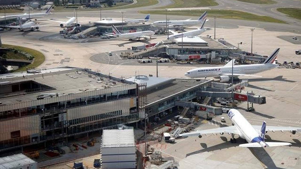Fransa'ya giden uçakta bomba alarmı