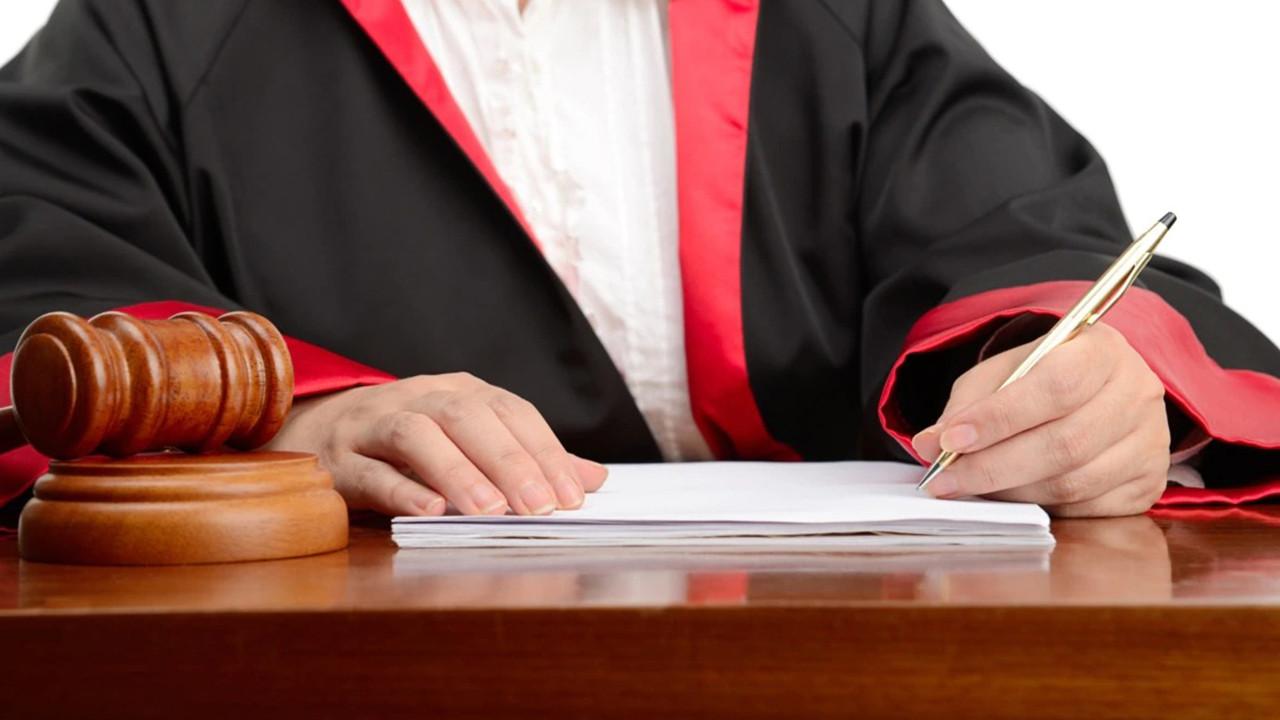 Hakime ''Tatil günümde bari rahat bırakın'' diyen zabıt katibi sürgün edildi