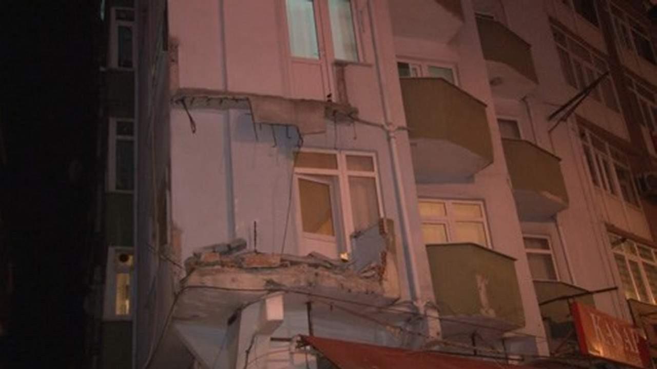 İstanbul'da 7 katlı bir binanın iki balkonu çöktü