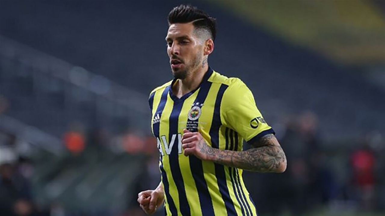 Fenerbahçe'de Jose Sosa depremi: Takımdan ayrılıyor mu? - Resim: 1
