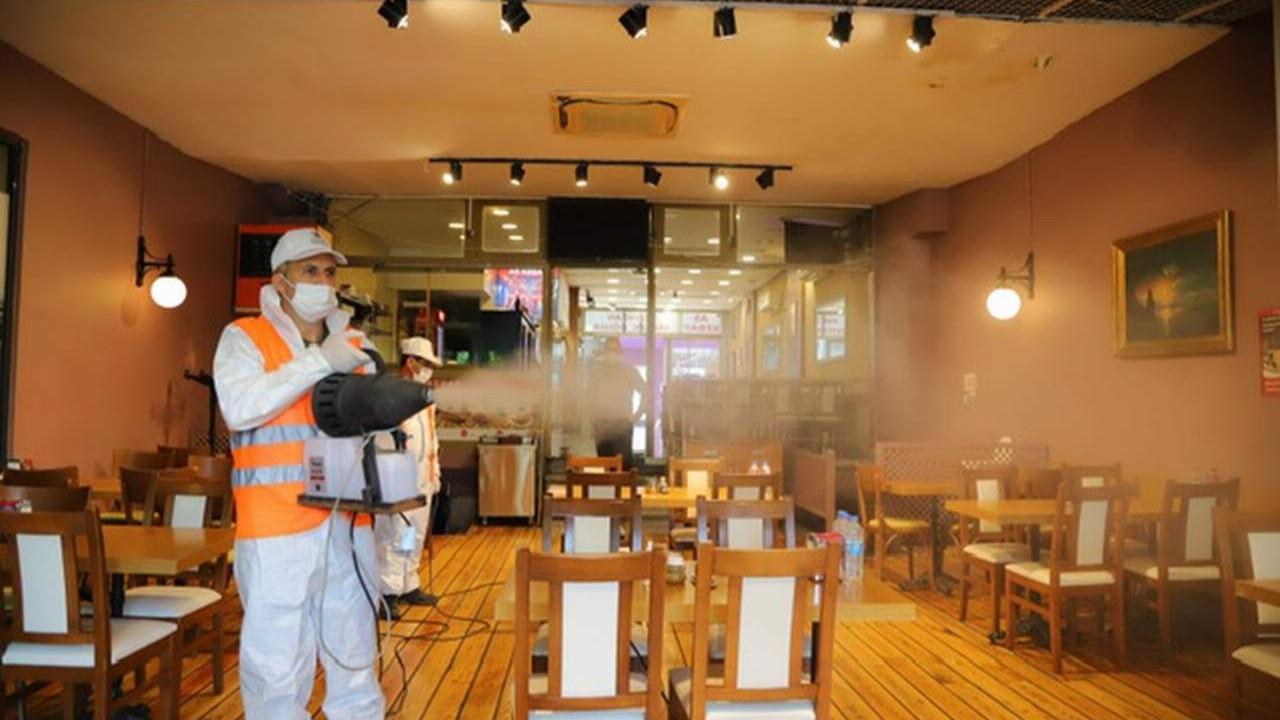 Kartal Belediyesi tarafından kafe ve restoranlar dezenfekte ediliyor