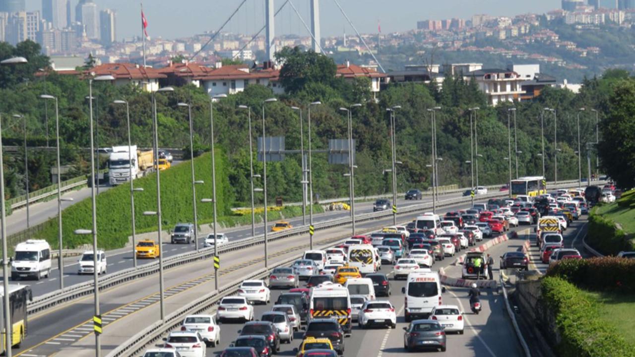 İstanbul'da ''normalleşme'' yoğunluğu... Trafik durma noktasına geldi!