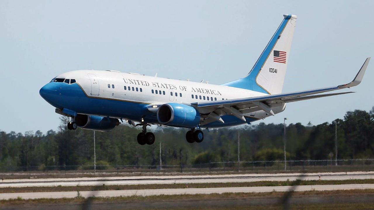 ABD Başkan Yardımcısı'nı taşıyan uçak acil iniş yaptı