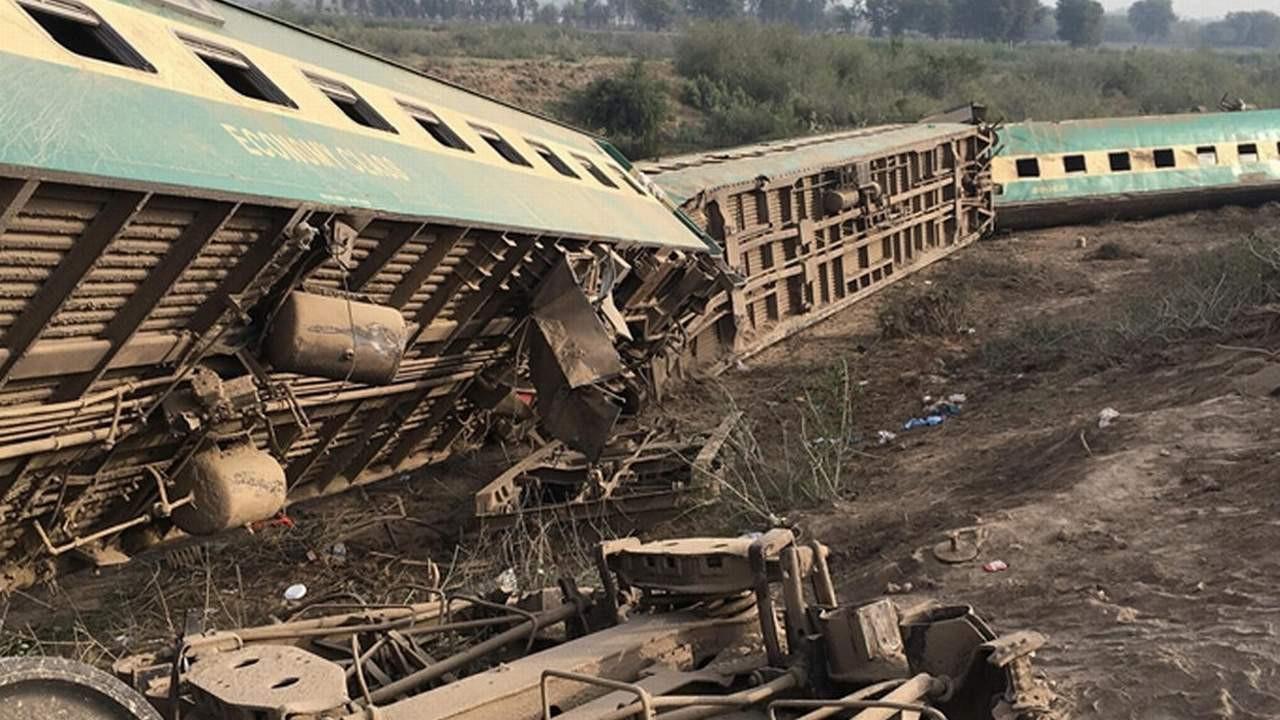 Yolcu treninin vagonu diğer trene çarptı: 30 ölü var!