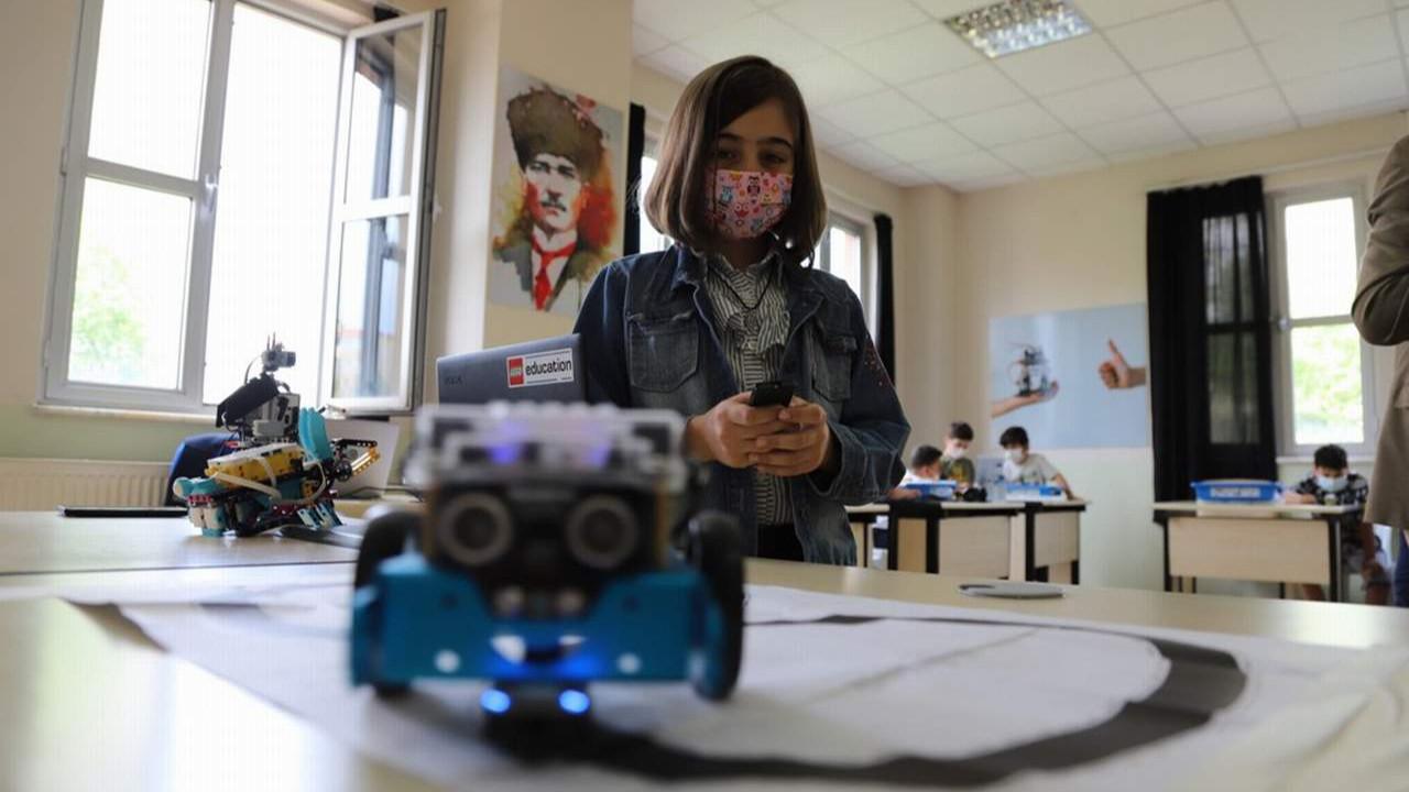 Kartallı Çocuklar Geleceğe 'Robotik Kodlama Eğitimi' ile Hazırlanıyor