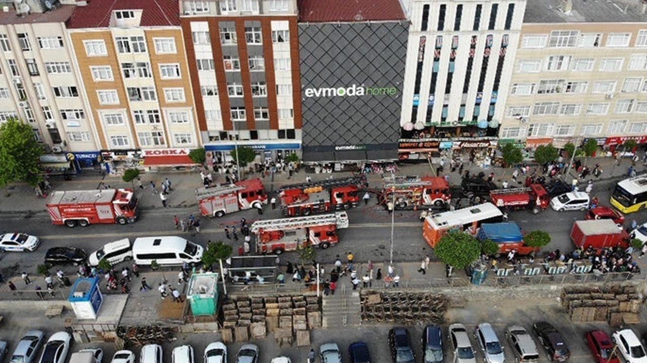 Esenler'de alışveriş merkezinde korkutan yangın