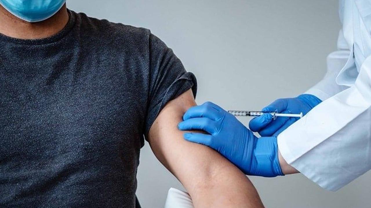 Aşı olmaya gelenlerin istekleri sağlıkçıları canından bezdirdi