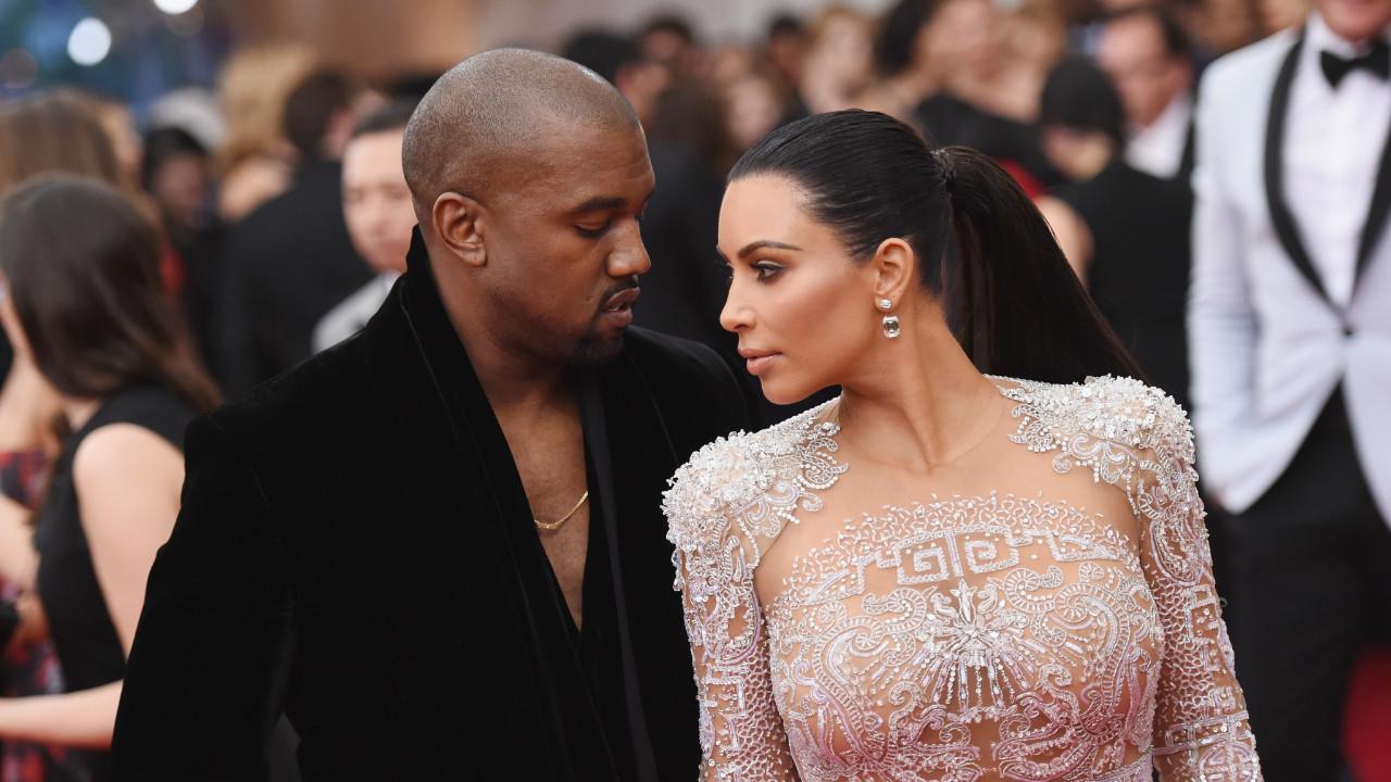 Kardashian'ı çabuk unuttu: Kanye West, ünlü modelle yakalandı