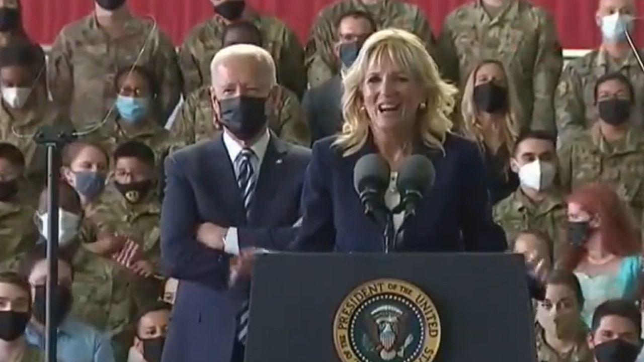 First Lady'den Biden'a fırça! Kameraların önünde yaşandı - Resim: 1