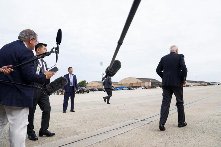 First Lady'den Biden'a fırça! Kameraların önünde yaşandı - Resim: 2
