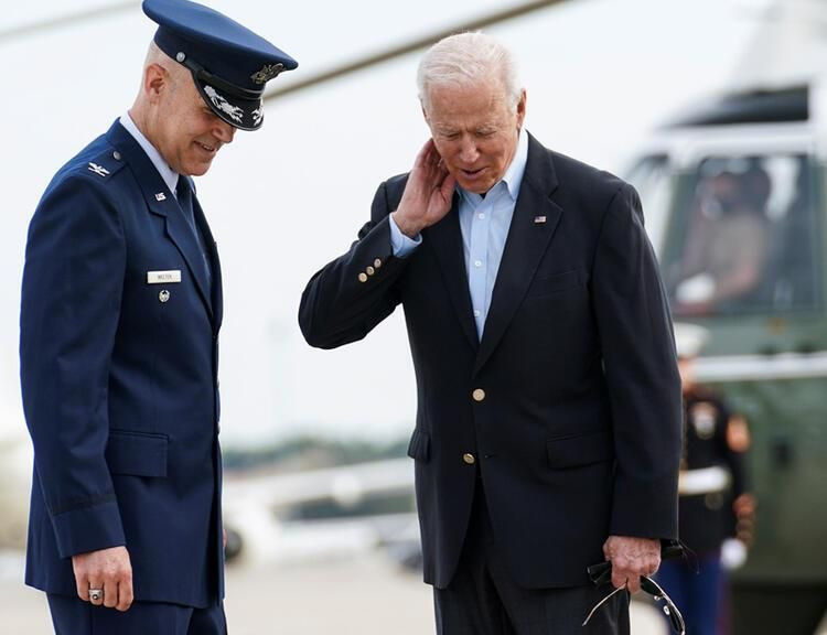 First Lady'den Biden'a fırça! Kameraların önünde yaşandı - Resim: 4