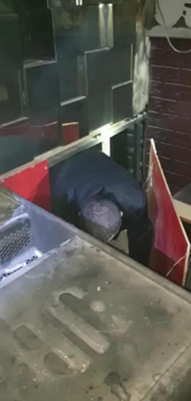 Şok baskın: 3 erkek kadınlar tuvaletinde yakalandı - Resim: 2