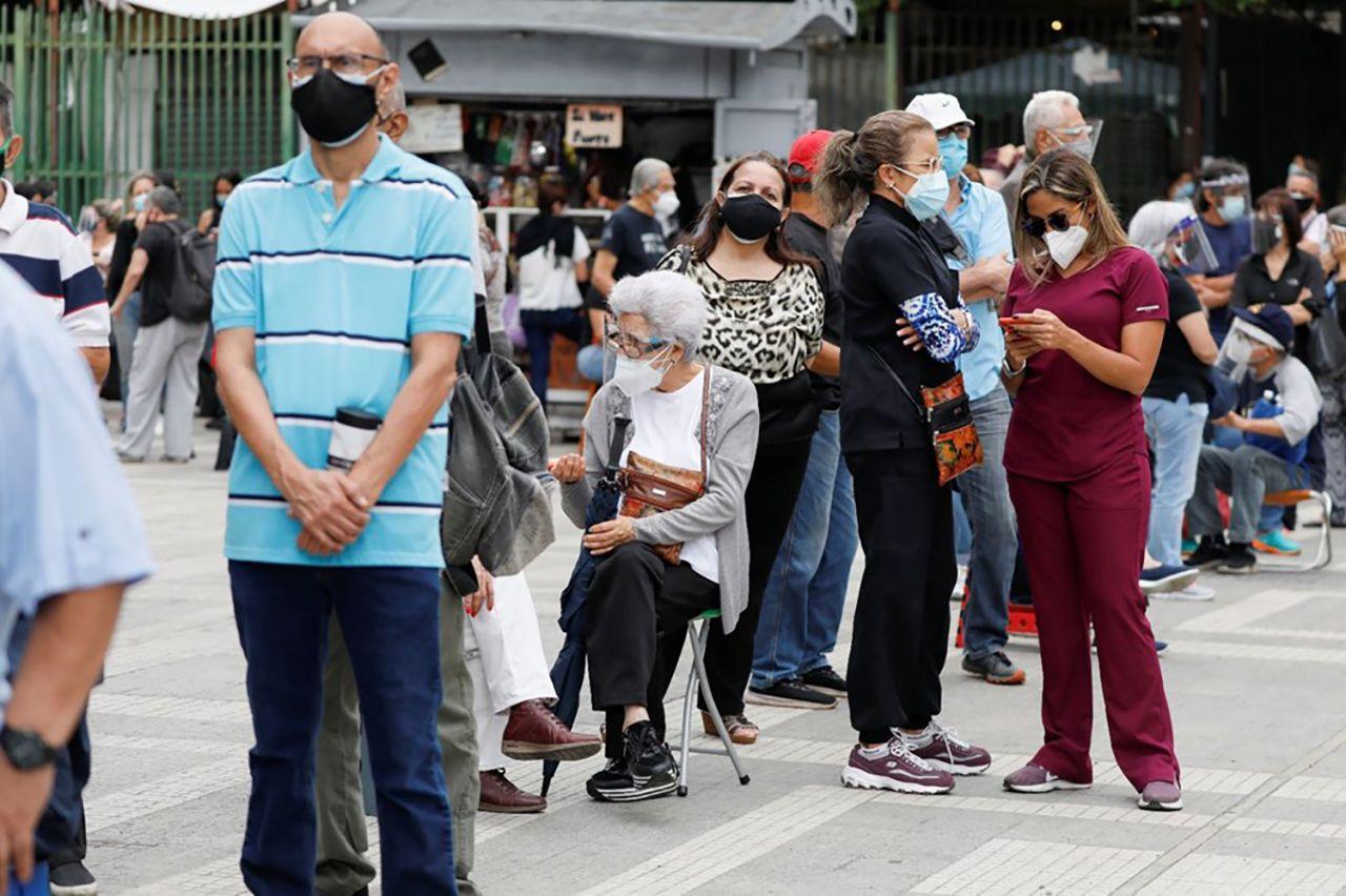 Venezuela'da 400 metrelik aşı kuyruğu - Resim: 1